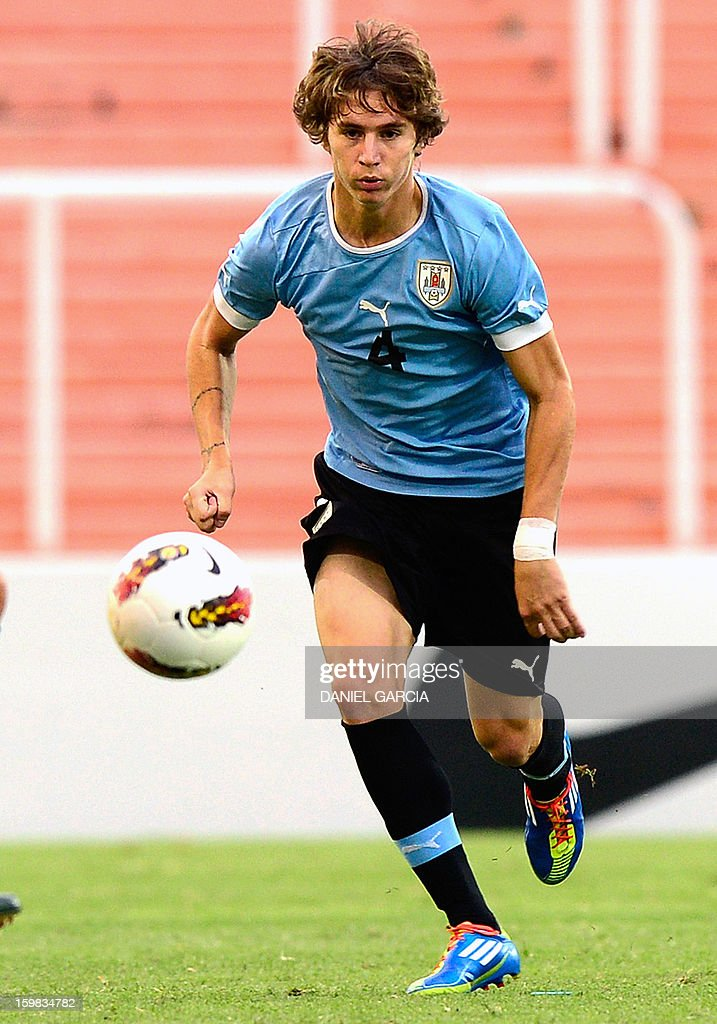 Uruguay's defender Guillermo Varela controls the ball during their South American U-20 final round football match against Peru at Malvinas Argentinas stadium in Mendoza, Argentina, on January 20, 2013. Four teams will qualify for the FIFA U-20 World Cup Turkey 2013.