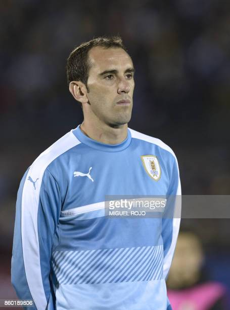 Uruguay's Diego Godin poses before the 2018 World Cup football qualifier match against Bolivia in Montevideo on October 10 2017 / AFP PHOTO / MIGUEL...