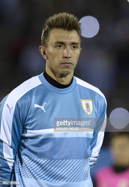 Uruguay's Fernando Muslera poses before the 2018 World Cup football qualifier match against Bolivia in Montevideo on October 10 2017 / AFP PHOTO /...