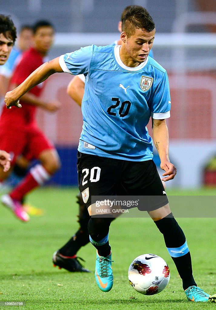 Uruguay's forward Nicolas Lopez controls the ball during their South American U-20 final round football match against Peru at Malvinas Argentinas stadium in Mendoza, Argentina, on January 20, 2013. Four teams will qualify for the FIFA U-20 World Cup Turkey 2013.