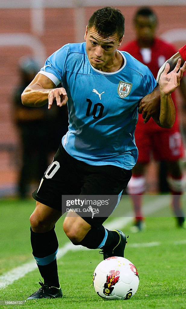 Uruguay's forward Renato Cesar controls the ball during their South American U-20 final round football match against Peru at Malvinas Argentinas stadium in Mendoza, Argentina, on January 20, 2013. Four teams will qualify for the FIFA U-20 World Cup Turkey 2013.