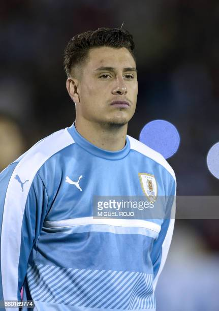 Uruguay's Jose Gimenez poses before the 2018 World Cup football qualifier match against Bolivia in Montevideo on October 10 2017 / AFP PHOTO / MIGUEL...