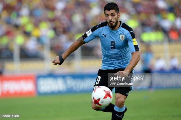 Uruguay's Luis Suarez controls the ball during their 2018 World Cup qualifier football match in San Cristobal Venezuela on October 5 2017 / AFP PHOTO...