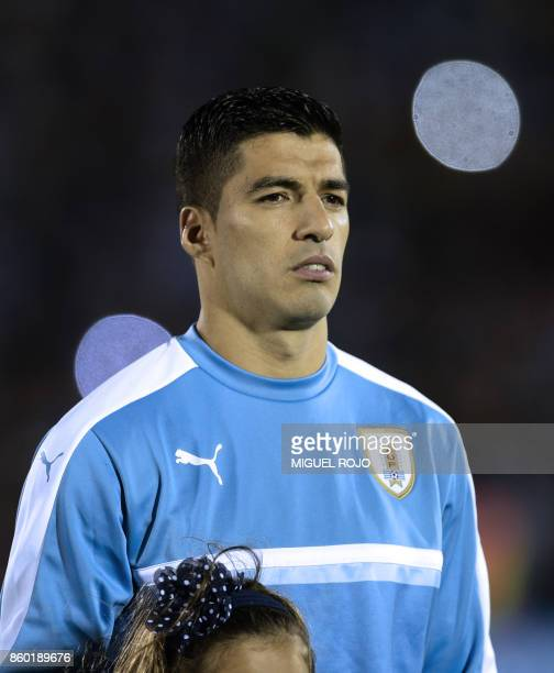 Uruguay's Luis Suarez poses before the 2018 World Cup football qualifier match against Bolivia in Montevideo on October 10 2017 / AFP PHOTO / MIGUEL...