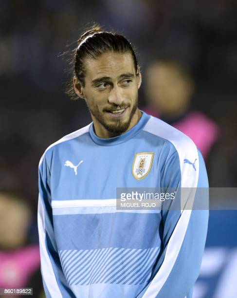 Uruguay's Martin Caceres poses before the 2018 World Cup football qualifier match against Bolivia in Montevideo on October 10 2017 / AFP PHOTO /...
