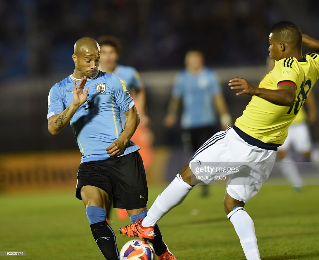 Uruguay's midfielder Carlos Sanchez (L) vies with Colombia's Frank Fabra during their Russia 2018 FIFA World Cup South American Qualifiers football match, at the Estadio Centenario stadium in Montevideo, on October 13, 2015.