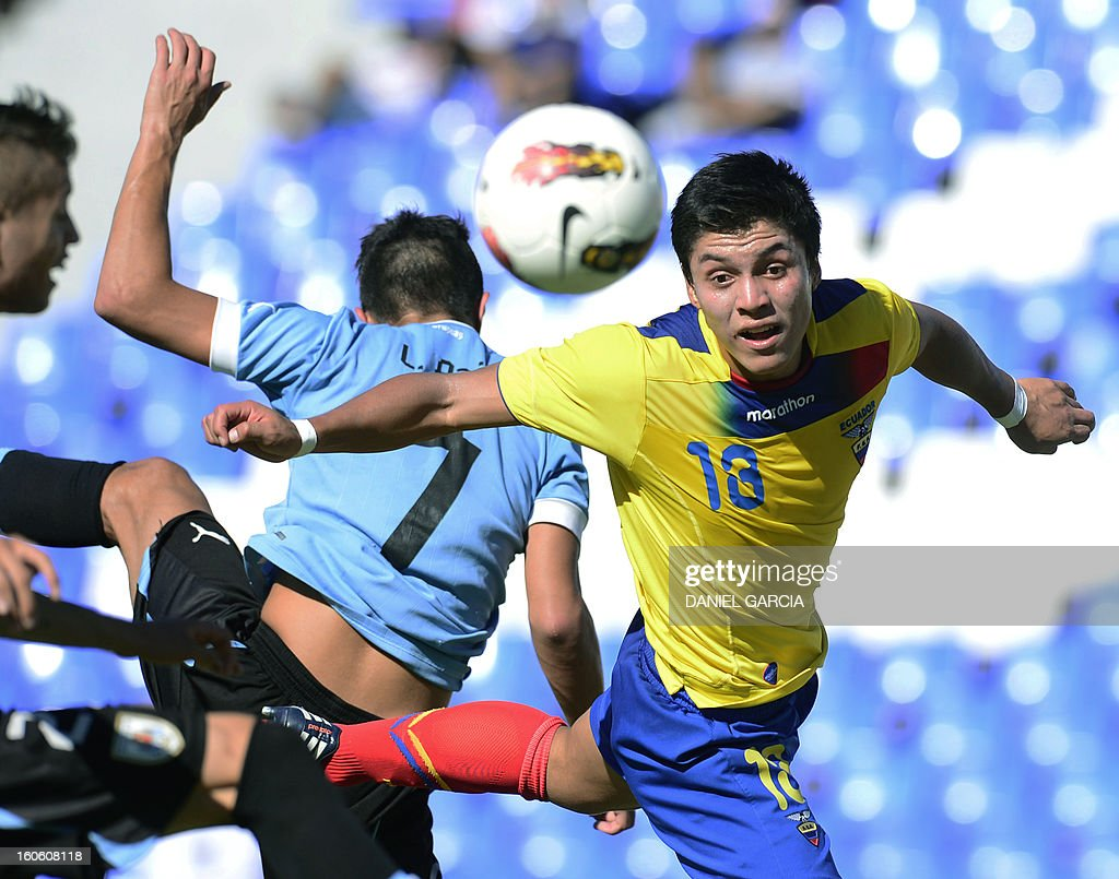 Uruguay's midfielder Leonardo Pais vies for the ball with Ecuador's midfielder Andres Ona (R), during their South American U-20 final round football match, at Malvinas Argentinas stadium in Mendoza, Argentina, on February 3, 2013. Four South American teams will qualify for the FIFA U-20 World Cup Turkey 2013.