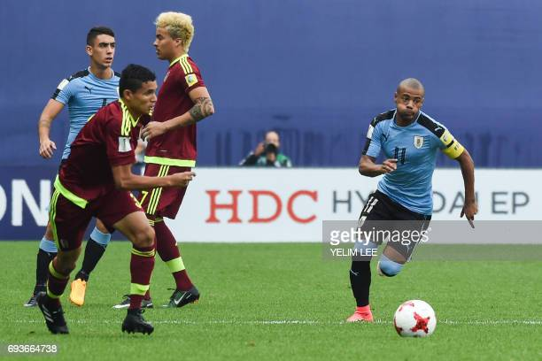 Uruguay's midfielder Nicolas De La Cruz controls the ball during the U20 World Cup semifinal football match between Uruguay and Venezuela in Daejeon...