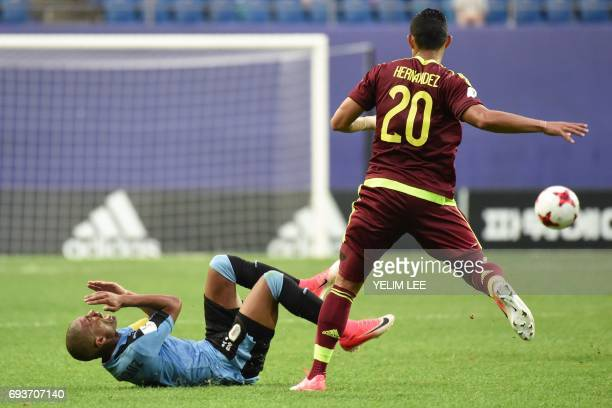 Uruguay's midfielder Nicolas De La Cruz reacts next to Venezuela's defender Ronald Hernandez during the U20 World Cup semifinal football match...