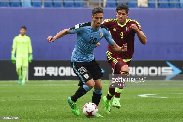 Uruguay's midfielder Rodrigo Bentancur controls the ball in front of Venezuela's forward Ronaldo Pena during the U20 World Cup semifinal football...