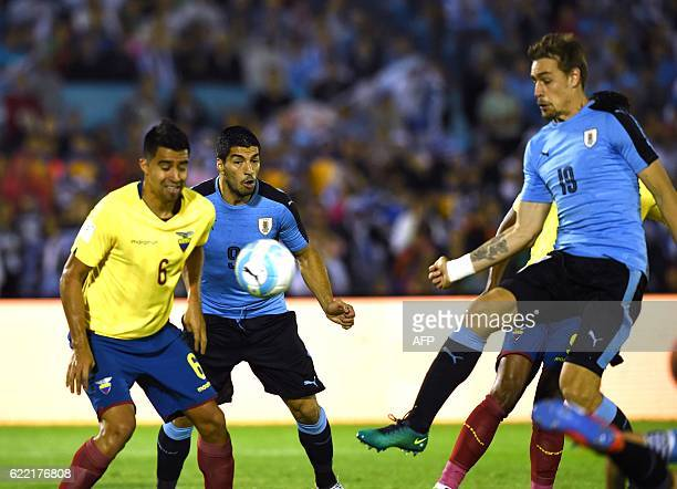 Uruguay's Sebastian Coates scores against Ecuador during their 2018 FIFA World Cup qualifier football match in Montevideo on November 10 2016 / AFP /...