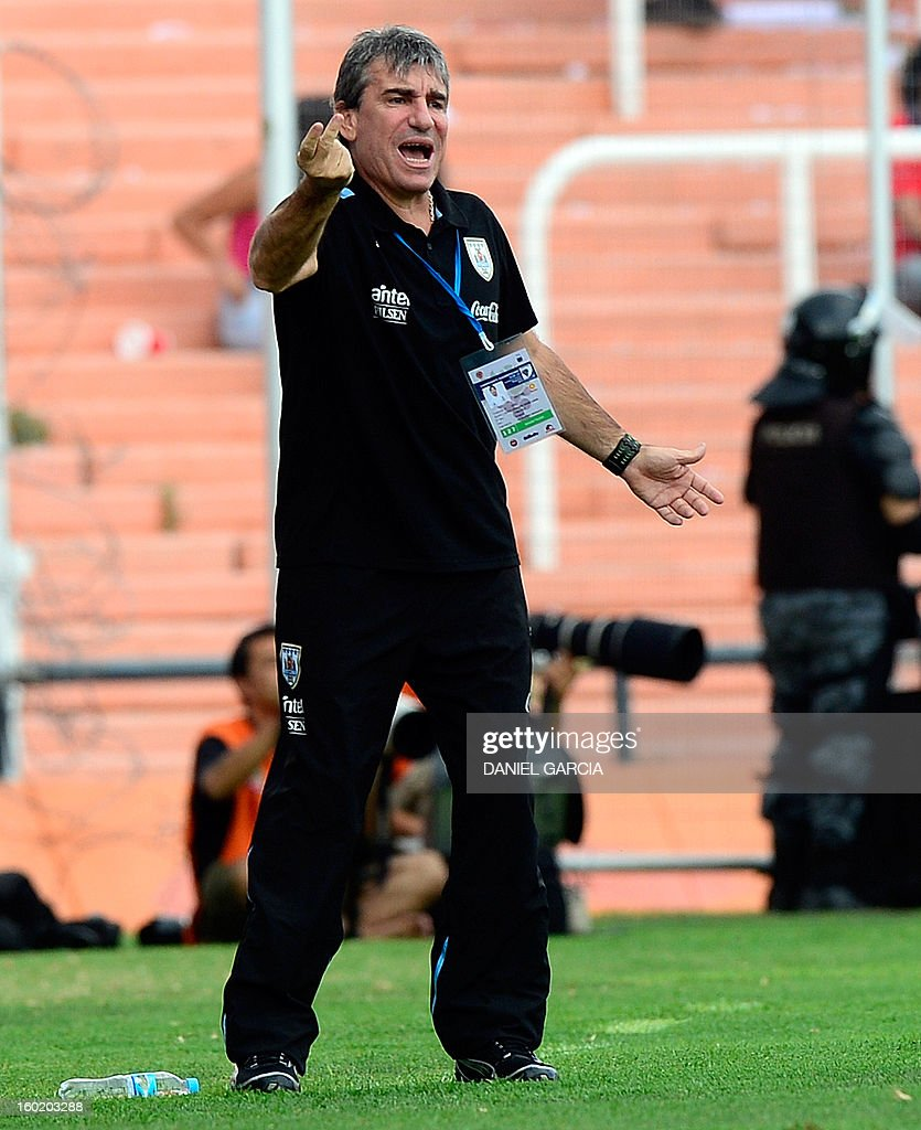 Uruguay's team coach Juan Verzeri gives instructions to his players during their South American U-20 final round football match against Chile at Malvinas Argentinas stadium in Mendoza, Argentina, on January 27, 2013. Four South American teams will qualify for the FIFA U-20 World Cup Turkey 2013.