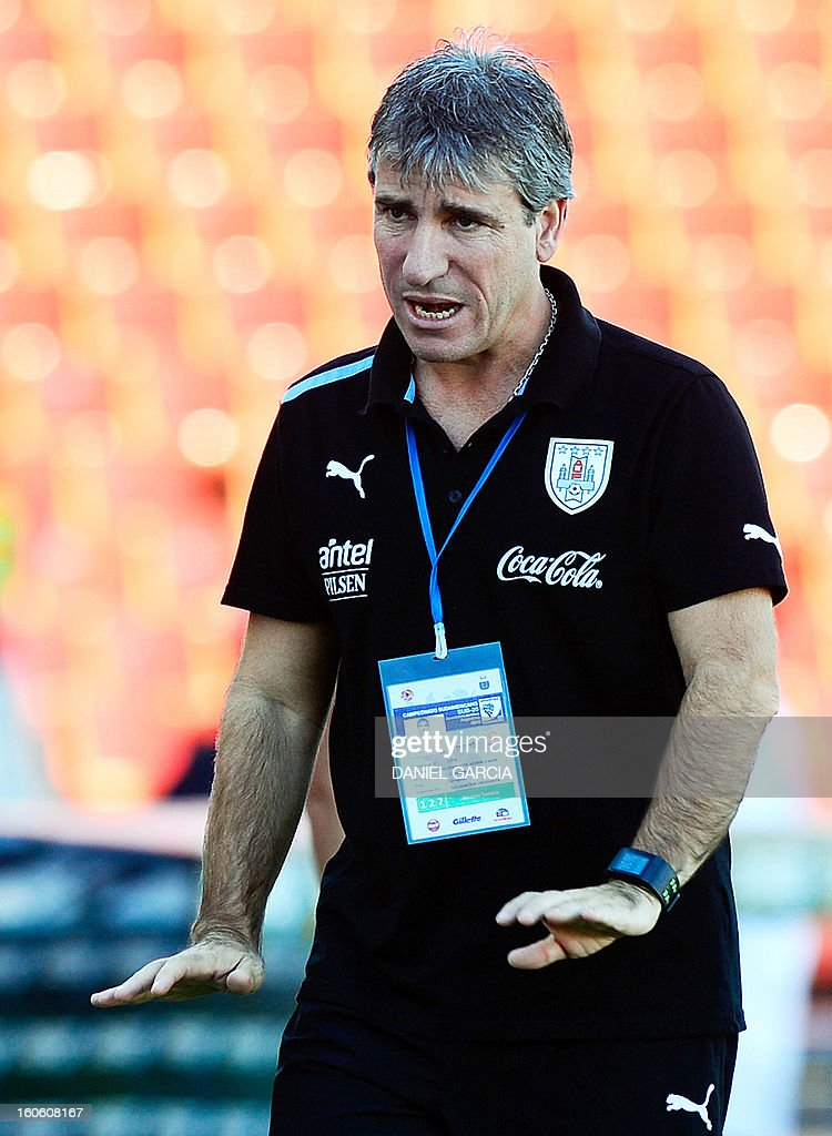 Uruguay's team coach Juan Verzeri gives instructions to his players during their South American U-20 final round football match against Ecuador, at Malvinas Argentinas stadium in Mendoza, Argentina, on February 3, 2013. Four South American teams will qualify for the FIFA U-20 World Cup Turkey 2013.