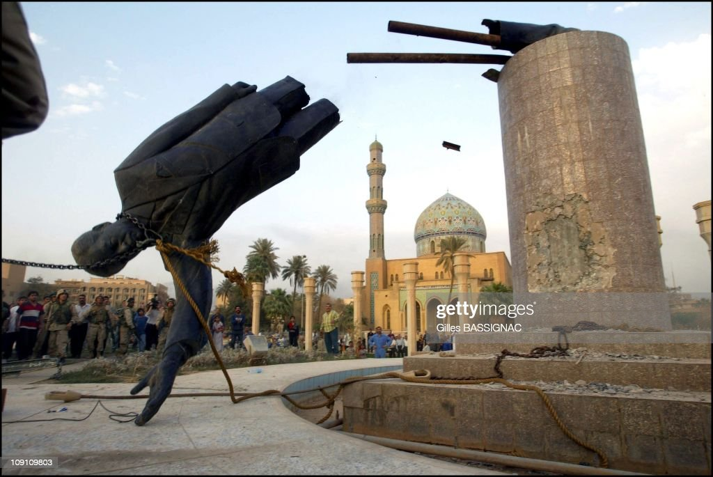 Us Troops Enter Central Baghdad And Topple Statue Of Saddam Hussein On April 9, 2003 In Baghdad, Iraq. Liberated By U.S. Led Troops, Thousands Of Jubilant Iraqis Celebrated The Collapse Of Saddam Hussein Murderous Regime, Beheading A Toppled Statue Of Their Longtime Ruler In The Center Of Baghdad And Looting Government Sites.