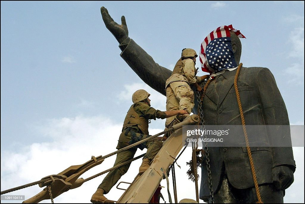 Us Troops Enter Central Baghdad And Topple Statue Of Saddam Hussein On April 9, 2003 In Baghdad, Iraq. Members Of The Us Marine 3Rd Battalion 4Th Regiment Share In The Celebration With Iraqis. Liberated By U.S. Led Troops, Thousands Of Jubilant Iraqis Celebrated The Collapse Of Saddam Hussein Murderous Regime, Beheading A Toppled Statue Of Their Longtime Ruler In The Center Of Baghdad And Looting Government Sites.