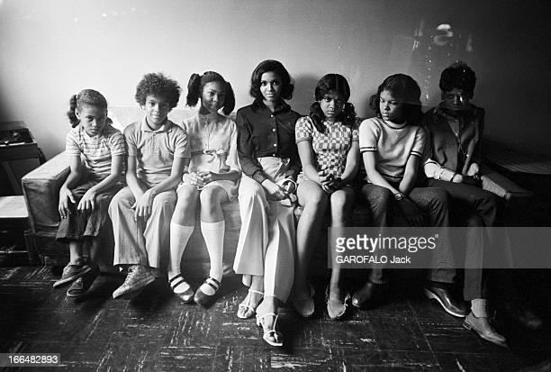 The Ghetto EtatsUnis New York City juin 1970 Dans le quartier de Harlem le ghetto noir américain fait parfois la part belle aux actions culturelles...