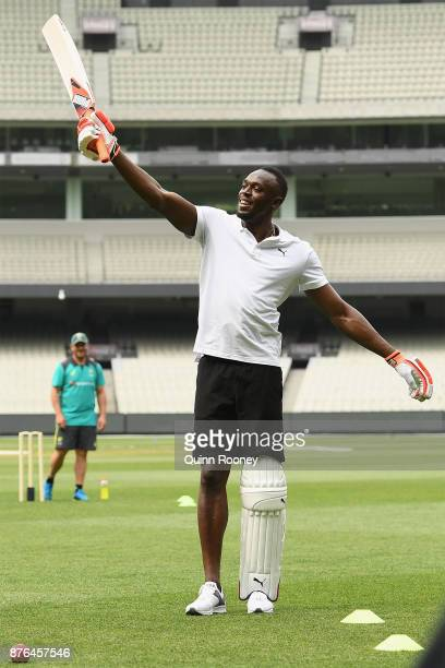 Usain Bolt plays cricket with Australian cricketers Glenn Maxwell Ashton Agar Peter Handscomb and Aaron Finch during the Gatorade Fastest Run at the...
