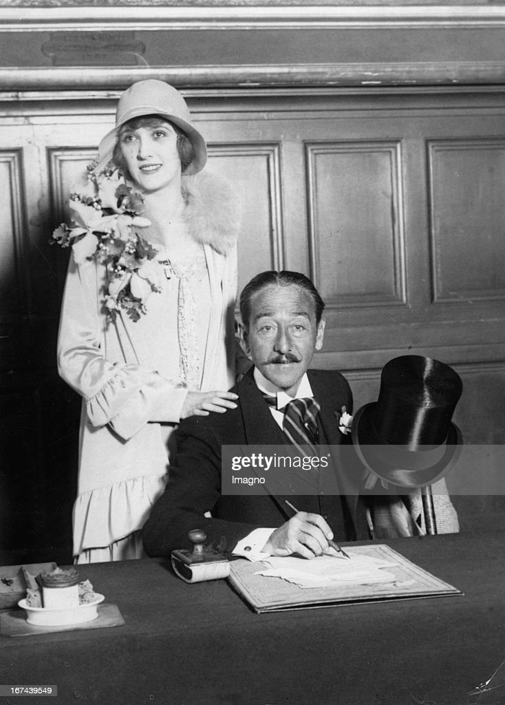 US-american actor Adolphe Menjou marries Catherine Carver in Paris. About 1930. Photograph. (Photo by Imagno/Getty Images) Der US-amerikanische Schauspieler Adolphe Menjou heiratet Catherine Carver in Paris. Um 1930. Photographie.