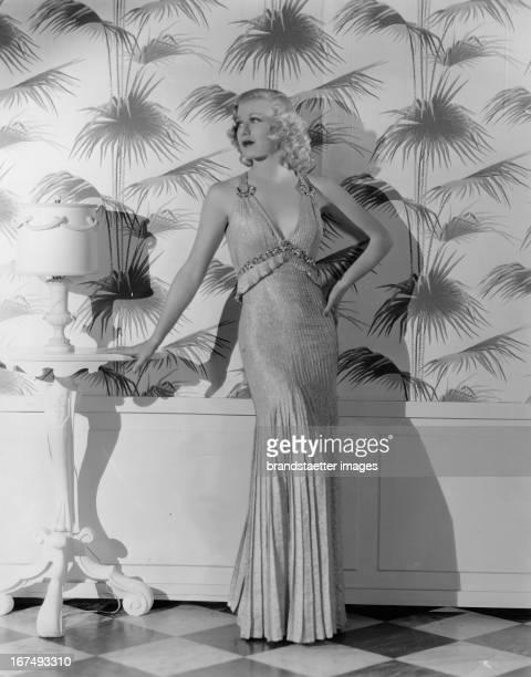 USamerican actress and dancer Ginger Rogers in a evening gown of the designer Bernard Newman 1937 Photograph Die USamerikanische Schauspielerin und...