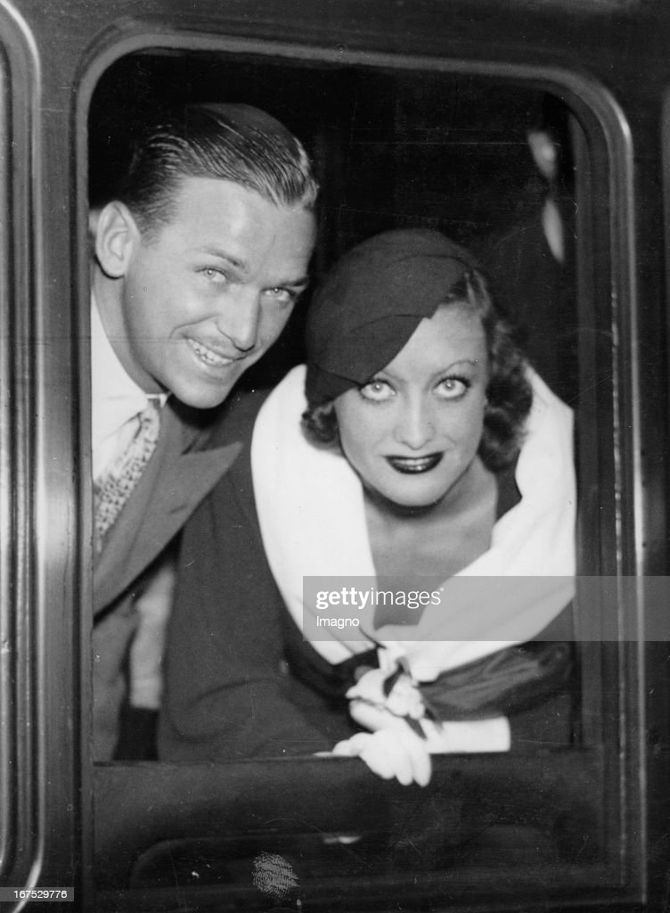 USamerican actress Joan Crawford and her husband Douglas Fairbanks jr at their depature from London/Viktoria Station July 28th 1932 Photograph Die...