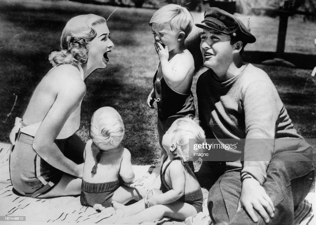 And actor bing crosby with his wife dixie lee with their children