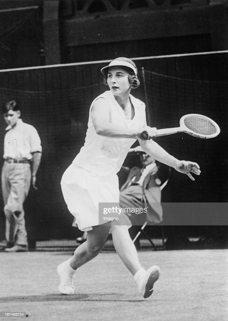 US-american tennis player Helen Wills Moody at final in Wimbledon. 4th July 1938. Photograph. (Photo by Imagno/Getty Images) Die US-amerikanische Tennispspielerin Helen Wills Moody beim Finale in Wimbledon. 4. Juli 1938. Photographie.