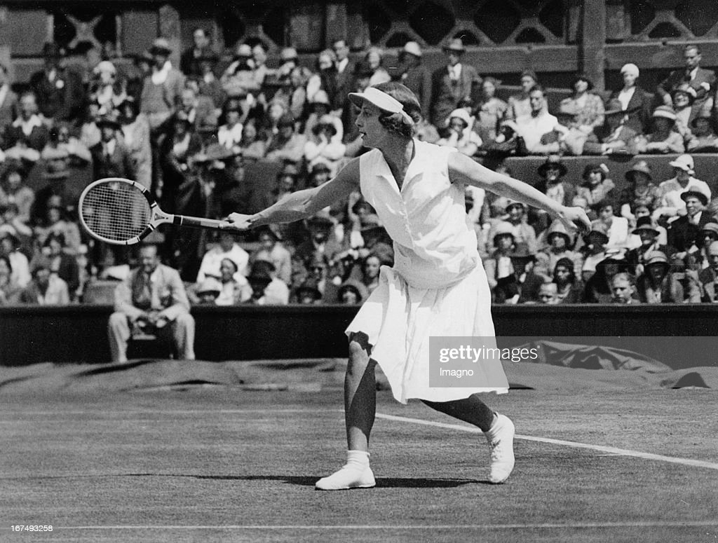US-american tennis player Helen Wills Moody in the final at Wimbledon. 1st July 1932. Photograph. (Photo by Imagno/Getty Images) Die US-amerikanische Tennisspielerin Helen Wills Moody beim Finale in Wimbledon. 1. Juli 1932. Photographie.