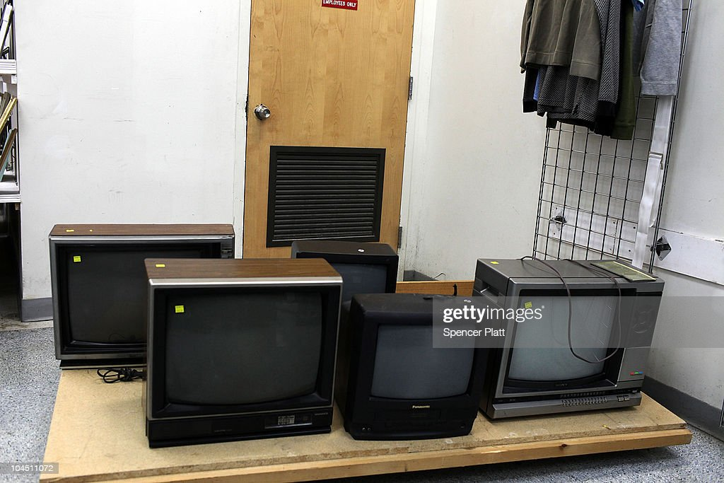 Used televisions are viewed in a thrift store on September 28, 2010 in the Brooklyn borough of New York City. A new report released by the U.S. Census Data shows that the income gap between Americans is greater than at any other time on record. The report found that the top-earning 20% of Americans received 49.4% of the country's total income. Conversely, those living below the poverty line earned 3.4% of the national income. This is the highest disparity of wealth among all Western industrialized nations.
