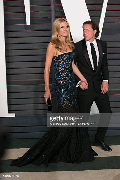 USGerman model Heidi Klum and her boyfriend Vito Schnabel pose as they arrive to the 2016 Vanity Fair Oscar Party in Beverly Hills California on...