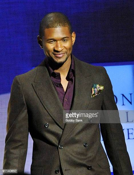 Usher Raymond IV attends the Clinton Global Citizen Awards during the 2009 Clinton Global Initiative at the Sheraton New York Hotel Towers on...