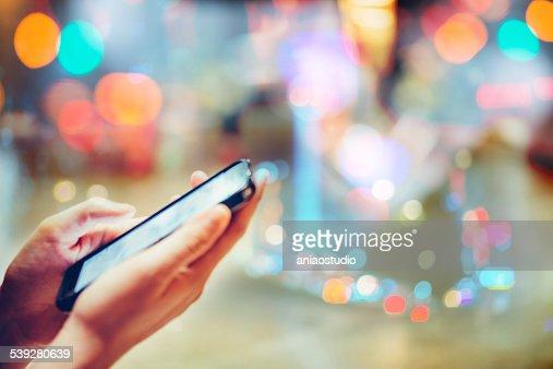 Com telemóvel