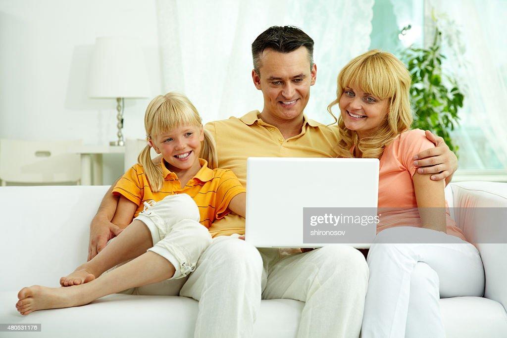 Using laptop : Bildbanksbilder