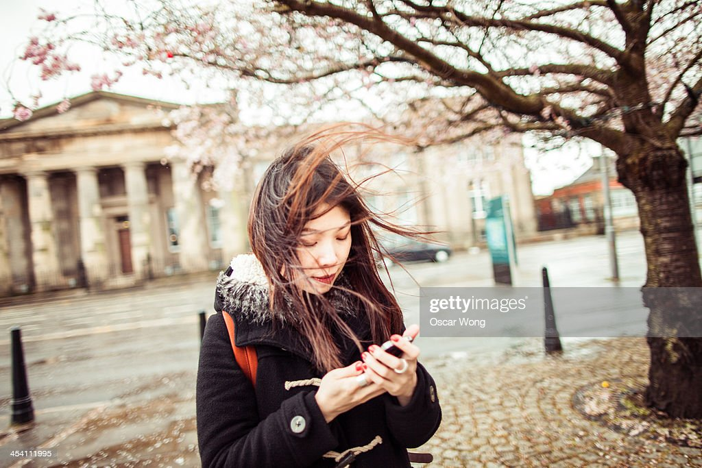 Using smartphone in wind