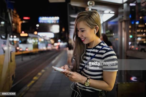 Verwendung von Smartphone mit der Straßenbahn