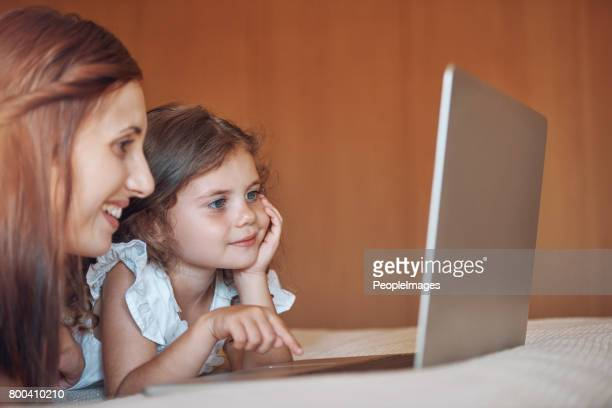 Using the internet safely under Mom's supervision