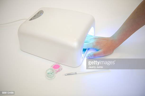 using UV light machine for gel nails
