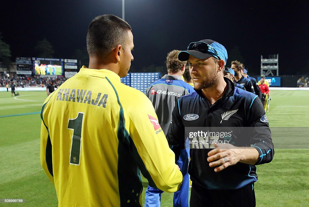 Usman Khawaja of Australia (L) and Brendon McCullum of New Zealand shake hands after the third one-day international cricket match between New Zealand and Australia at Seddon Park in Hamilton on February 8, 2016.   AFP PHOTO / MICHAEL BRADLEY / AFP / MICHAEL BRADLEY