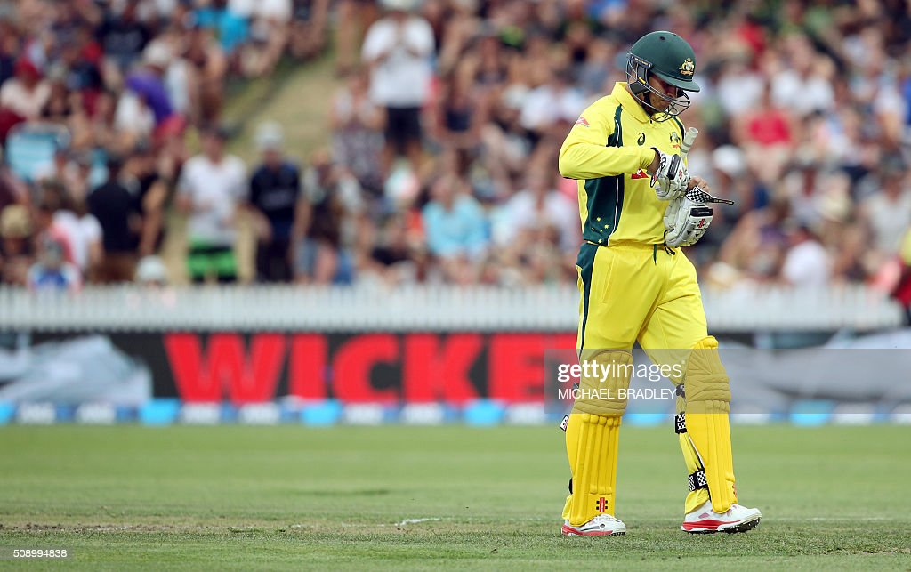 Usman Khawaja of Australia (C) walks off after being dismissed during the third one-day international cricket match between New Zealand and Australia at Seddon Park in Hamilton on February 8, 2016.   AFP PHOTO / MICHAEL BRADLEY / AFP / MICHAEL BRADLEY