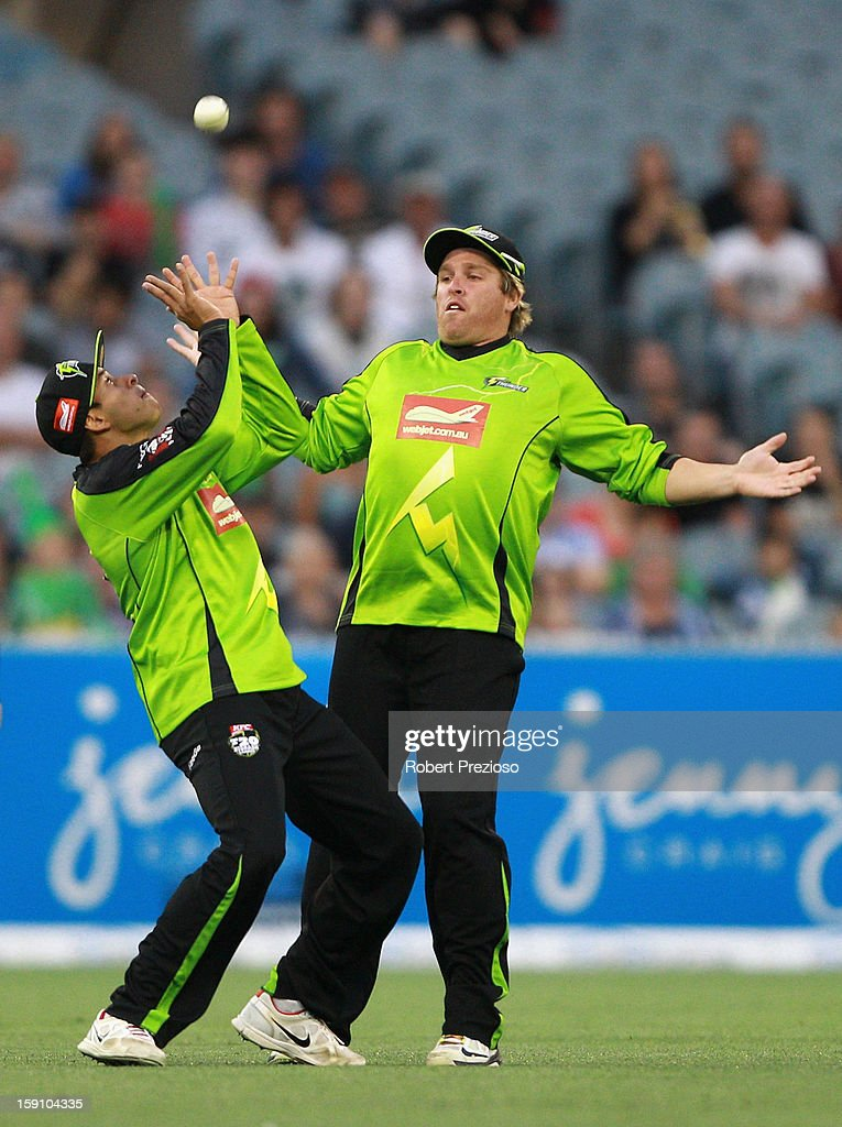 Usman Khawaja of the Thunder takes a catch to dismiss Rob Quiney of the Stars during the Big Bash League match between the Melbourne Stars and the Sydney Thunder at Melbourne Cricket Ground on January 8, 2013 in Melbourne, Australia.