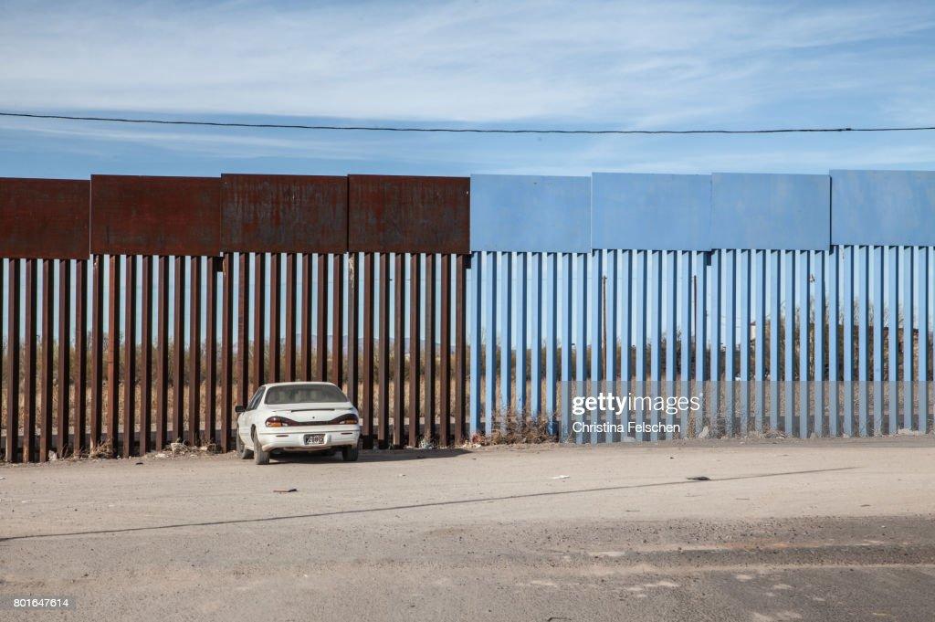 US-Mexico border fence : Stock Photo