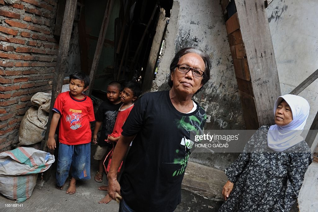 US-vote-Indonesia,FOCUS by Angela Dewan This photo taken on October 29, 2012 shows Turdi (C), the former Indonesian nanny of US President Barack Obama when the young school boy spent four years of his childhood in the Indonesian capital in the late 60s, pictured in a rundown neighborhood in Jakarta. Obama's former nanny, a transgender named Turdi, whose story of living in hardship in a tiny single room caught the attention of the international media earlier this year, says that interest in his story is not what it was as Indonesians' fervour towards their favourite American son has worn off somewhat.