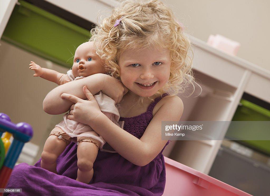 USA, Utah, Lehi, girl (2-3) hugging doll