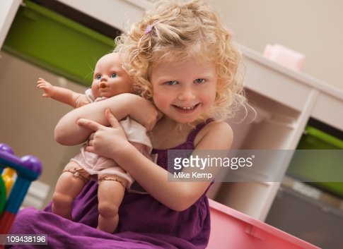 USA, Utah, Lehi, girl (2-3) hugging doll