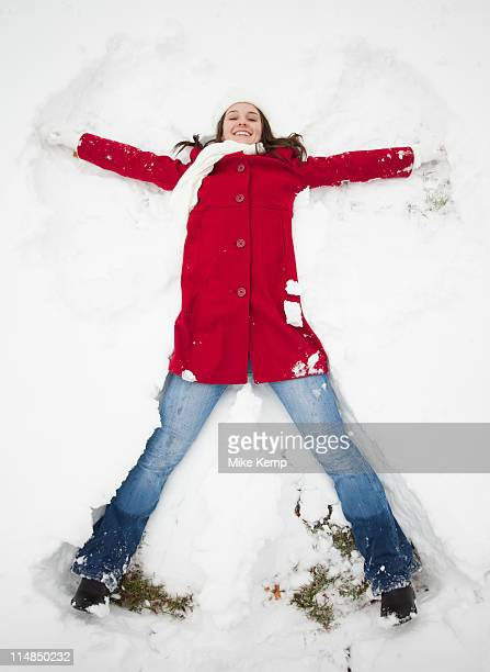 USA, Utah, Lehi, Portrait of young woman lying in snow