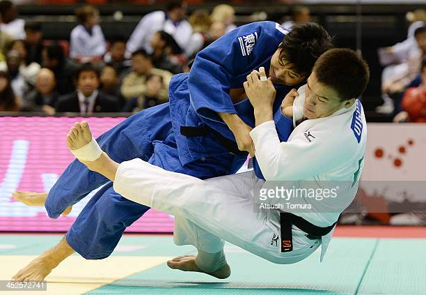 Uuganbaatar Otgonbaatar of Mongol and Takahiro Nakai of Japan compete in the men's 81kg round 3 during day two of the Judo Grand Slam at the on...