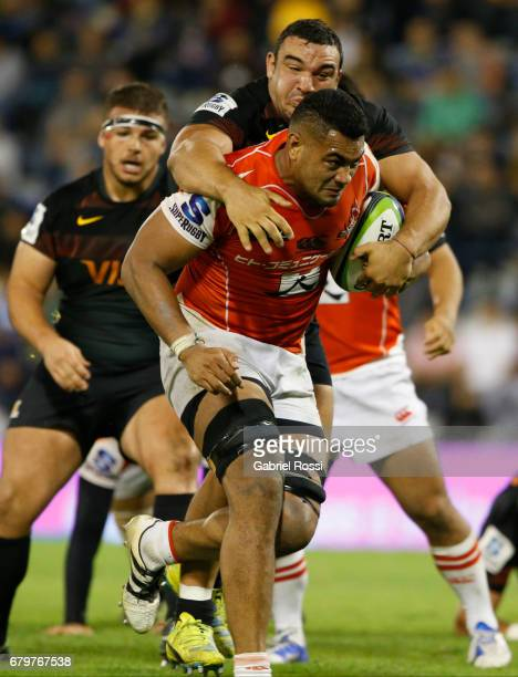 Uwe Helu of Sunwolves is tackled by Agustin Creevy of Jaguares during the Super Rugby match between Jaguares and Sunwolves at Estadio Jose Amalfitani...