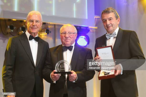 Uwe Seeler receives the `Legend of Sports`award from DFB president Wolfgang Niersbach and Franz Beckenbauer during the 32 Sportpresseball at Alte...