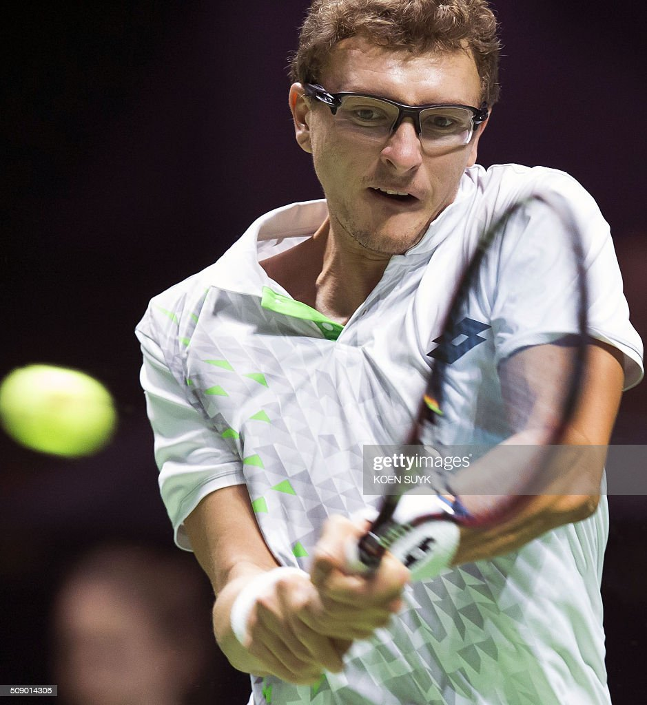 Uzbekistan's Denis Istomin returns the ball to Croatia's Marin Cilic during the first round of the ABN AMRO World Tennis Tournament on February 8, 2016 in Rotterdam. / AFP / ANP / Koen Suyk / Netherlands OUT
