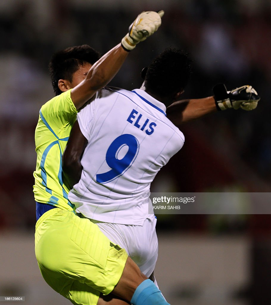 Uzbekistan's goalkeeper Sarvar Karimov (L) vies for the loose ball with Honduras' Aiberth Elis (R) during their FIFA U-17 World Cup UAE 2013 football match, on October 28, 2013, at the Sharjah Stadium in Sharjah.