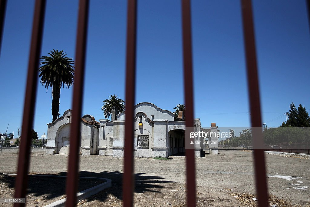 A vacant building is seen through a fence on June 27, 2012 in Stockton, California. Members of the Stockton city council voted 6-1 on Tuesday to adopt a spending plan for operating under Chapter 9 bankruptcy protection following failed talks with bondholders and labor unions failed. The move will make Stockton the biggest U.S. city to file for bankruptcy protection from creditors.